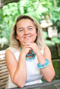 Portrait von Malgorzata Chodakowska im Garten