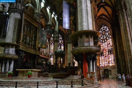 2024-Vnutri-milanskogo-kafedralnogo-sobora-Duomo