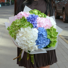 buket-iz-gortenziy-pink-blue-white-green