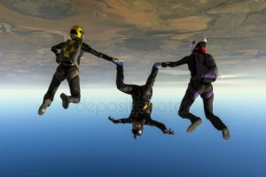 depositphotos_58424729-stock-photo-skydivers-collects-figure-in-freefall