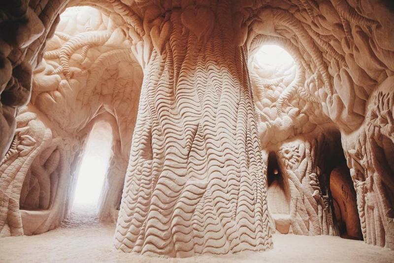 ra-paulette-cave-art